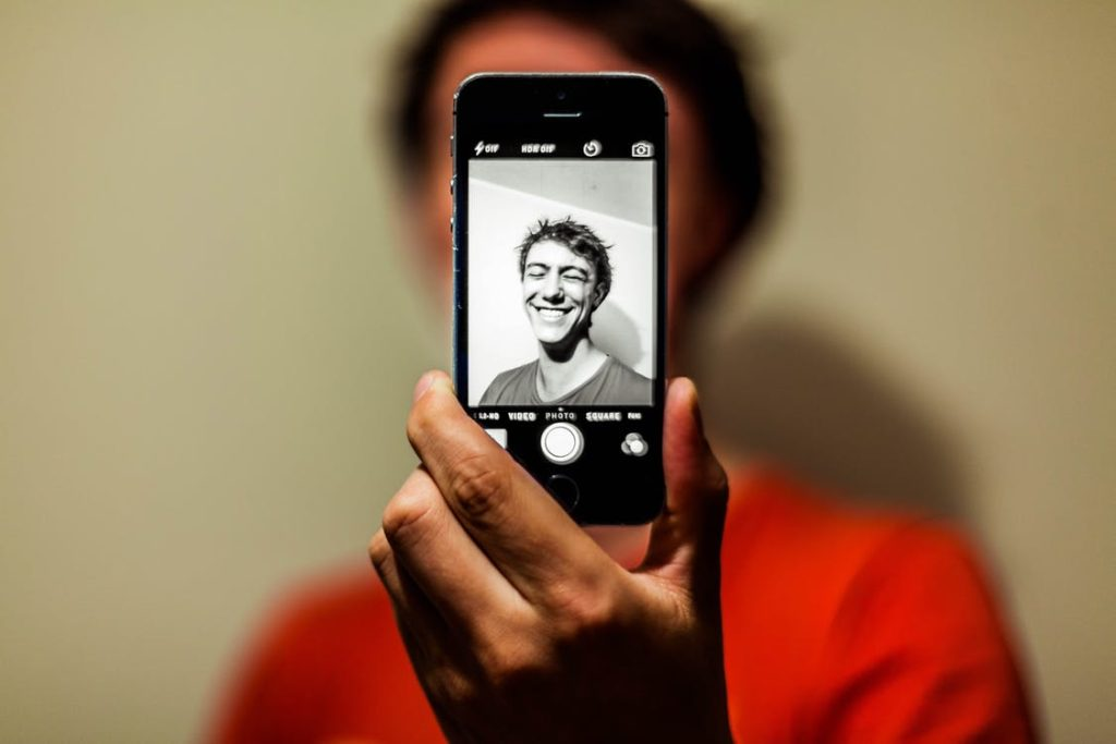 How to look better on selfies